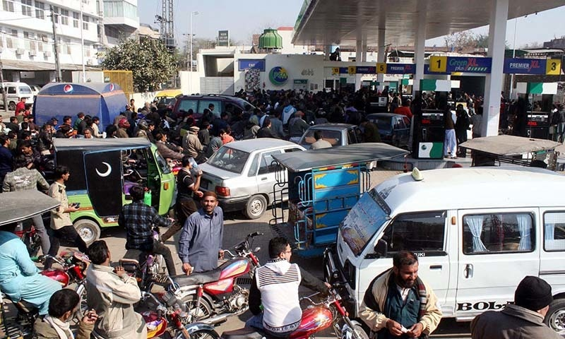 A large number of citizens are in queue to get petrol.— PPI