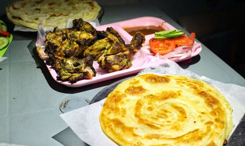Chicken Green Boti with Lache Walay Parathay