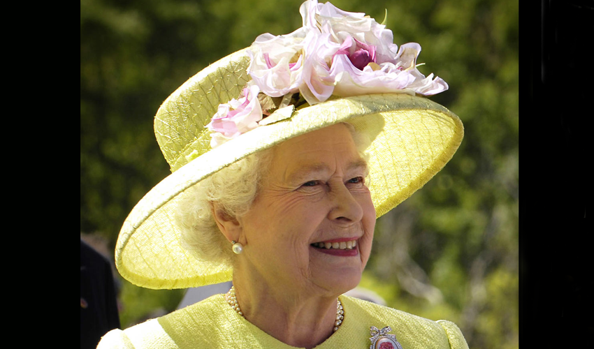 ملکہ برطانیہ کے نام معمر ترین شاہی سربراہ کا اعزاز