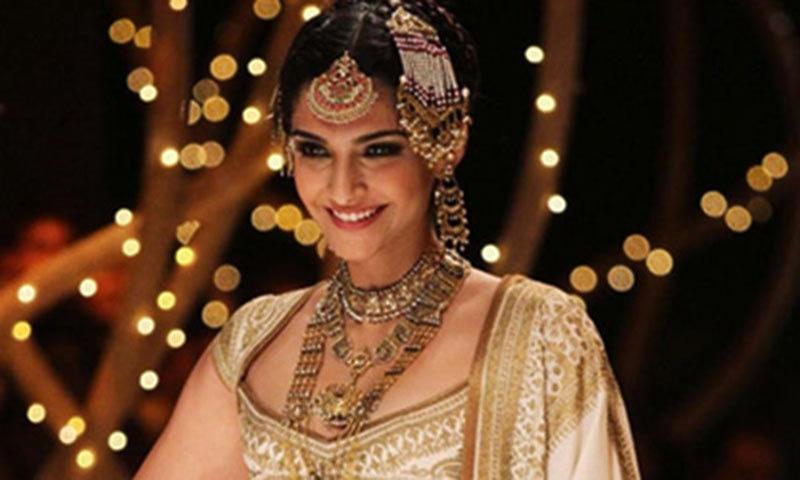 Sonam Kapoor as Dolly in 'Dolly Ki Doli'— Publicity Photo