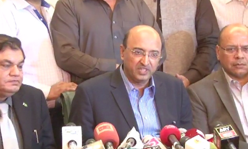 CPLC chief Ahmed Chinoy addressing a press conference in Karachi. — DawnNews screengrab