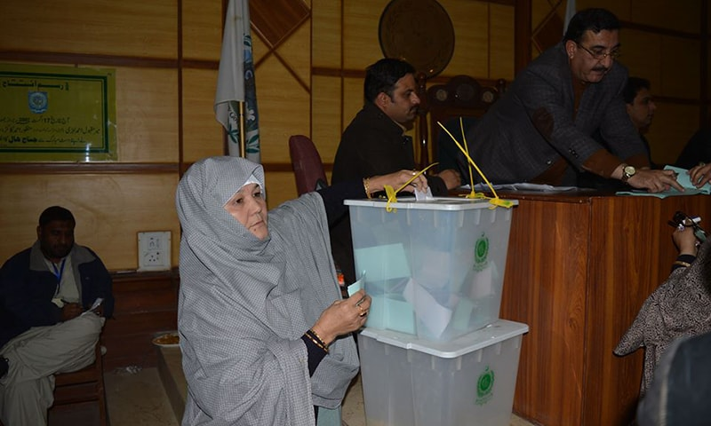 A woman cast her vote for local bodies elections in Balochistan. — Photo: Hafeez Sherani