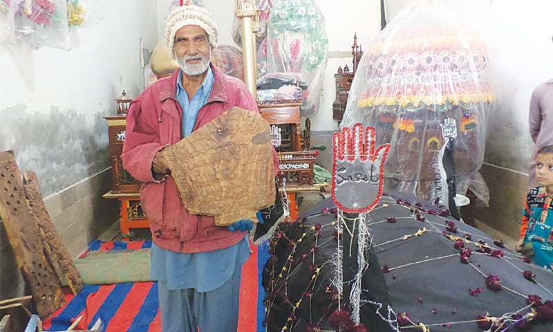 Lal Mohammad Bablani with his calligraphy on wood