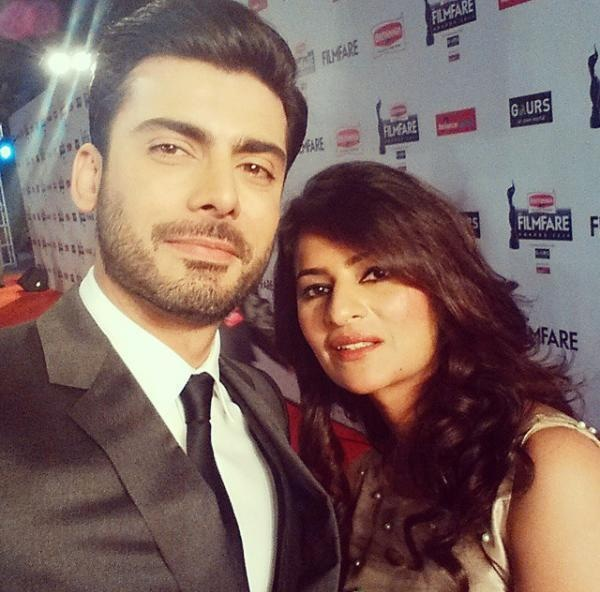 Fawad Khan takes a selfie with wife, Sadaf at the red carpet of the 60th Filmfare Awards.— Photo Courtesy: Pinkvilla