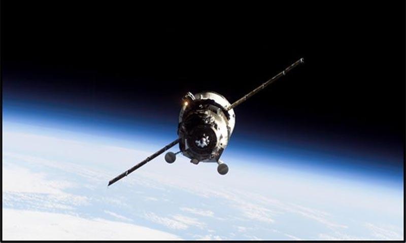 اسپٹنک-1 کے تجربے کی بنیاد پر بننے والی آج کی جدید سیٹلائٹس تیز ترین رابطے کو یقینی بنا رہی ہیں— تصویر: اے پی