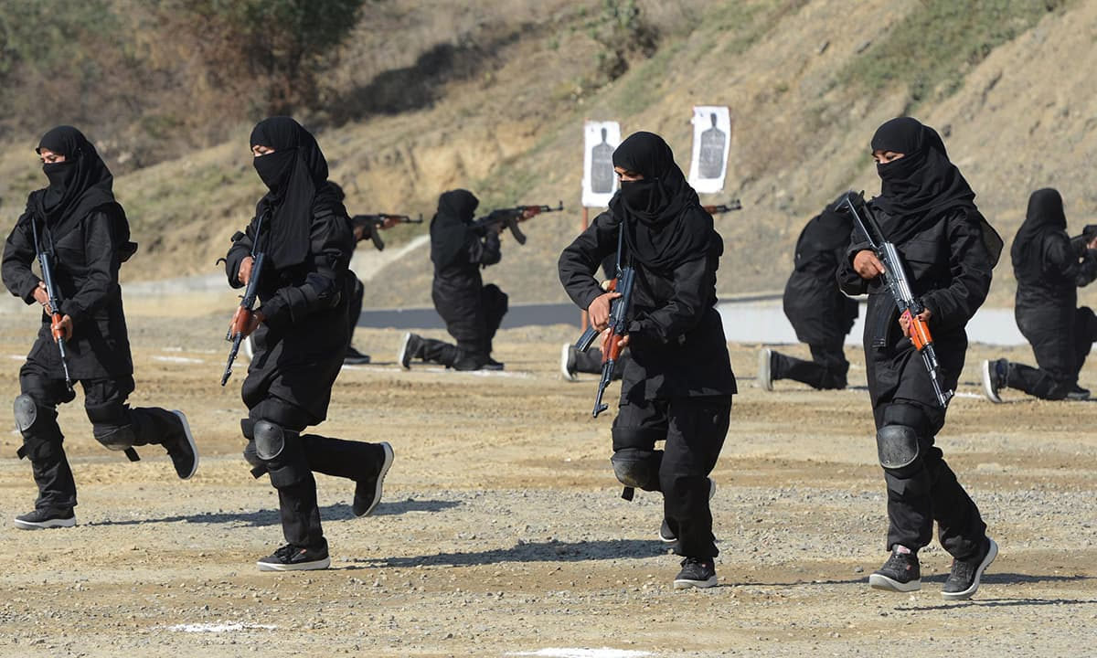 Pak Army Lady Pics: Women Commandos, Trigger-ready To Combat Terror