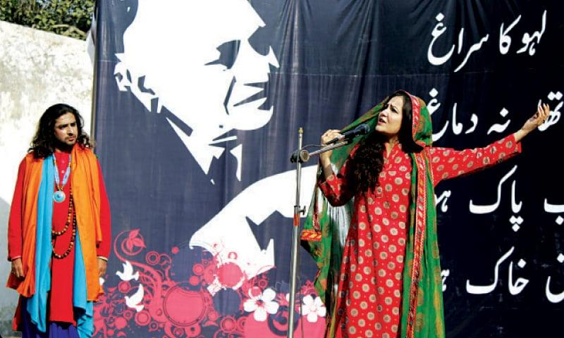 'Heer' being performed at Faiz Aman Mela at Open Air Theatre, Bagh-i-Jinnah.—White Star