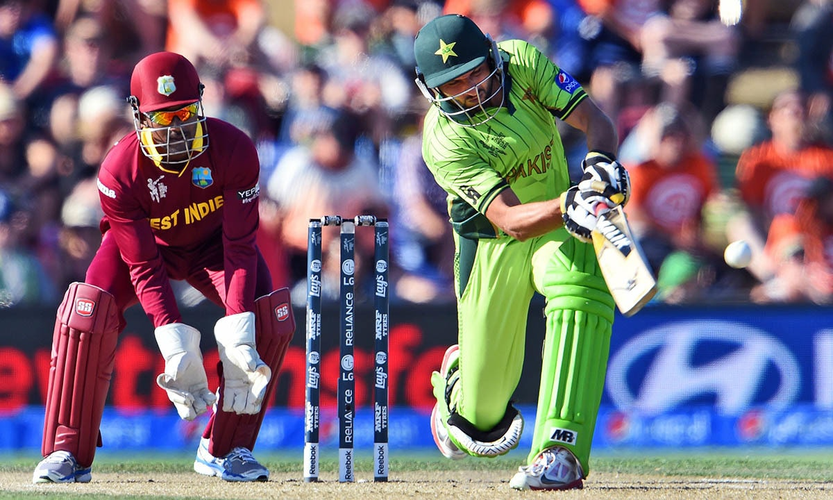 Pakistan batsman Shahid Afridi (R) hits out and is caught as West Indies wicketkeeper Denesh Ramdin (L) looks on. -AFP