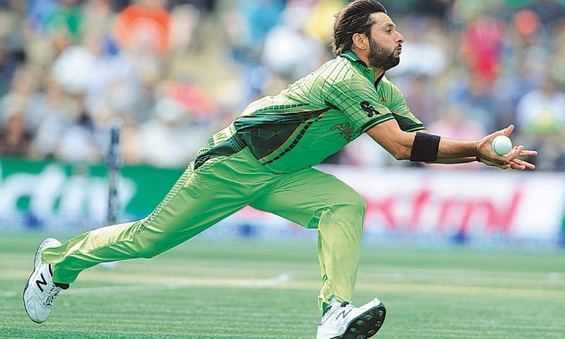 Image result for Shahid Afridi talking catch