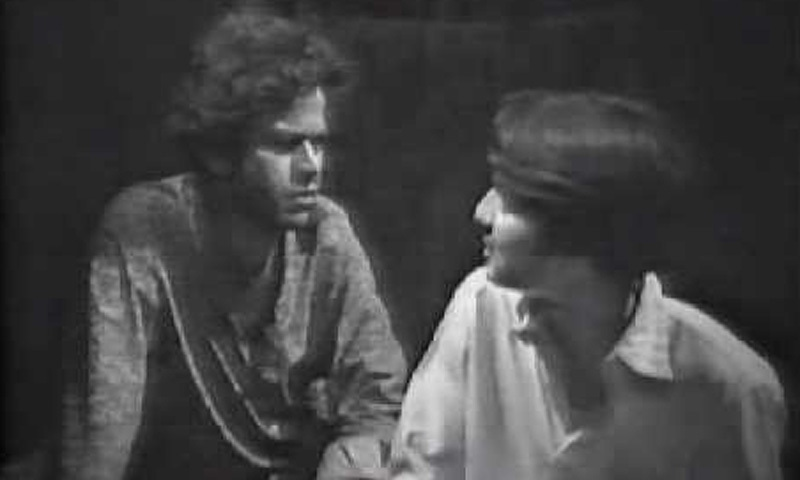 Qazi Wajid (left) and Behroz Sabzwari in the roles of Raja and Nosha in the 1974 TV adaptation of the novel.