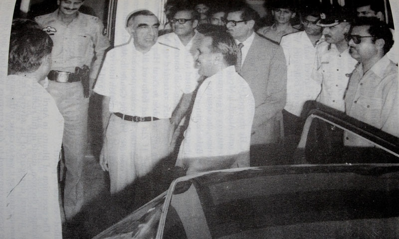 Roedad Khan with General Ziaul Haq — Photo: Dawn Archives