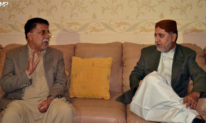QUETTA: PPP leader Mir Sadiq Umrani talks to BNP-M chief Sardar Akhtar Mengal during a meeting here on Tuesday.—INP