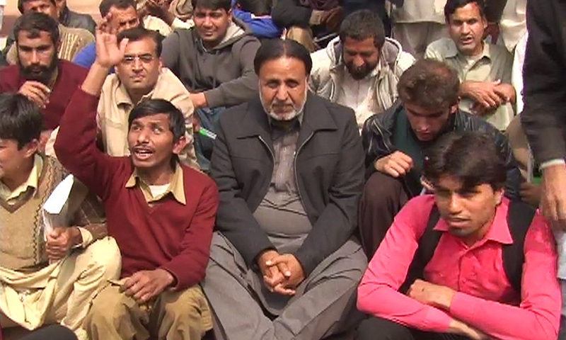 President PTI Lahore region Mehmood-ur-Rasheed is seen accompanying the protesters in their sit-in. -DawnNews screengrab
