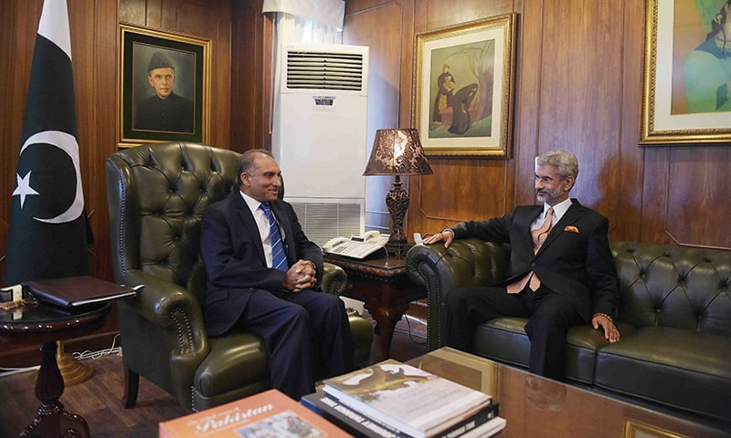 Aizaz Ahmad Chaudhry holds talks with his Indian counterpart Subrahmanyan Jaishankar at the Foreign Ministry in Islamabad. -Reuters