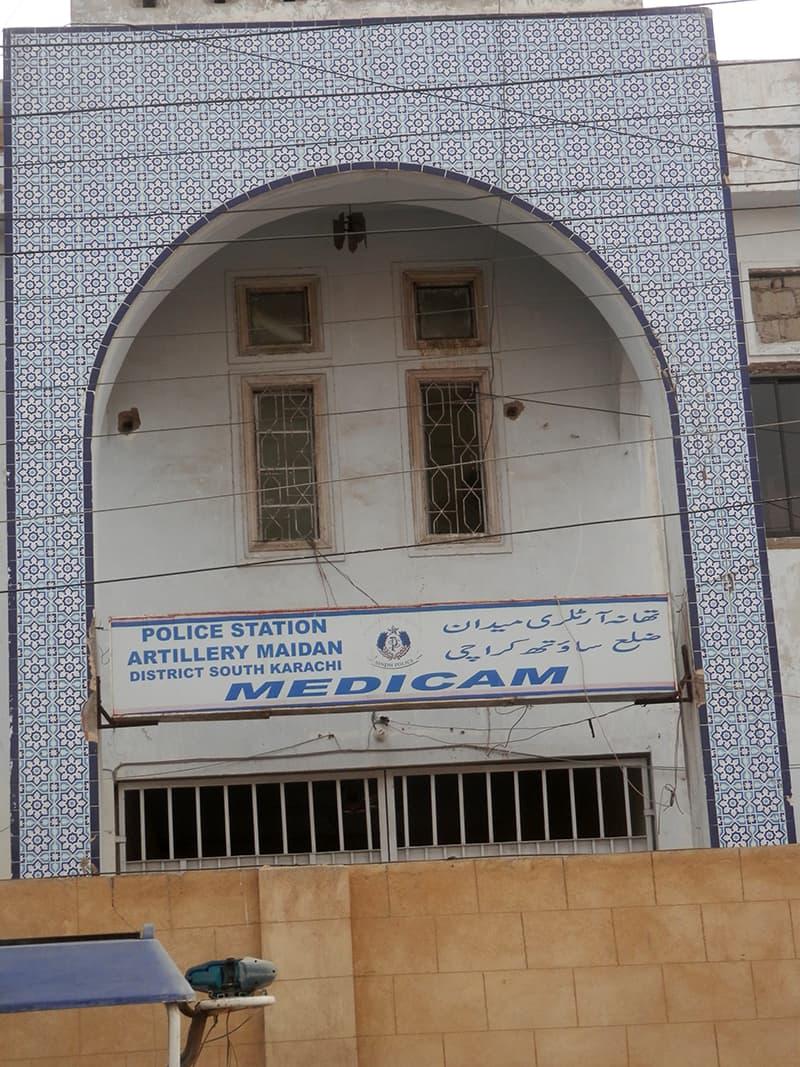 آرٹلری میدان پولیس اسٹیشن بھی جم خانہ کے رقبے پر قائم ہے۔