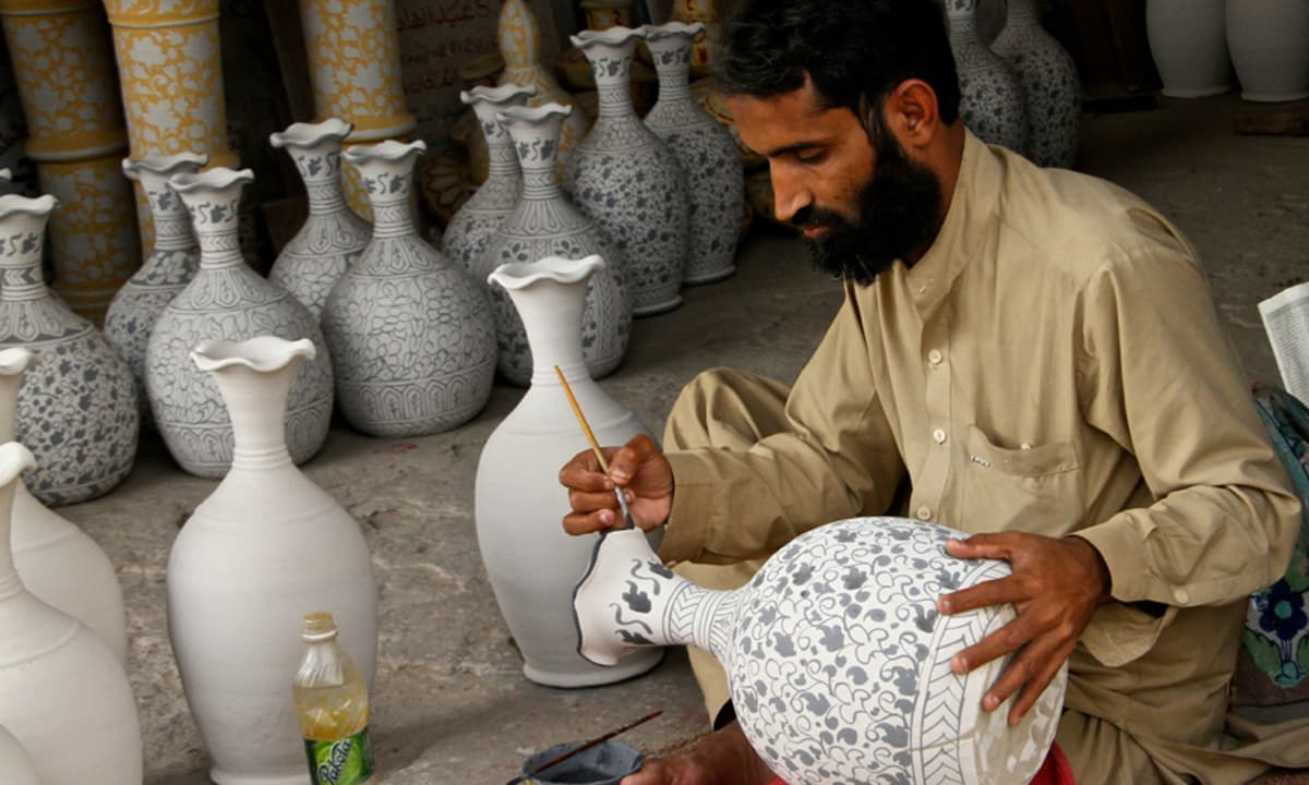 The variety of pots and tiles in different shapes are famous for their intricate and exquisite hand painting called 'Kashi Kari'