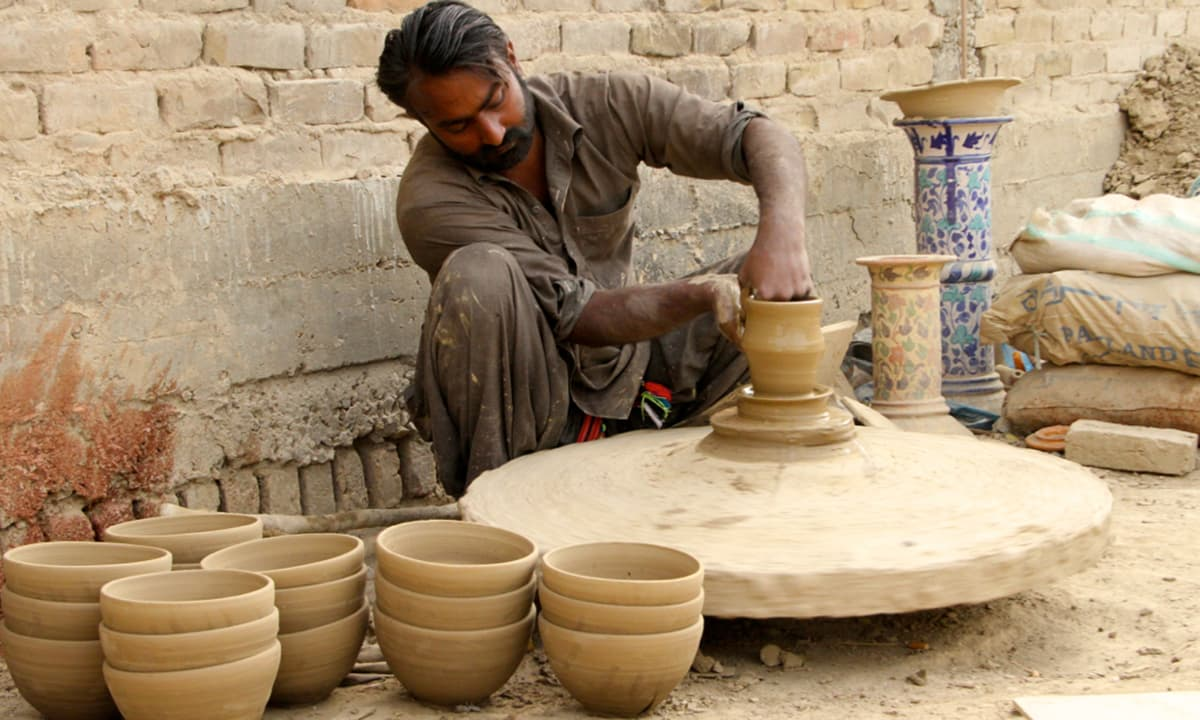 The artisans have never been to any art school, and have neither gone through any formal art education.