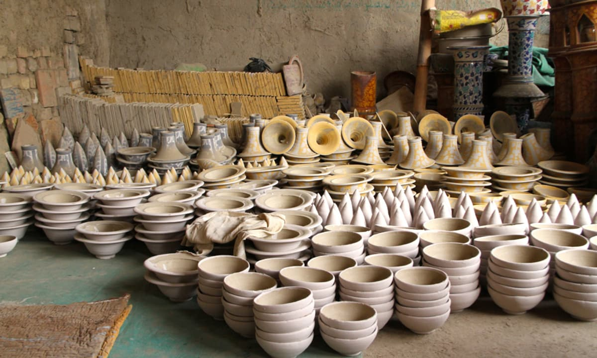 Just out of the furnace, the earthenware is left to cool under the shade before being painted and glazed.