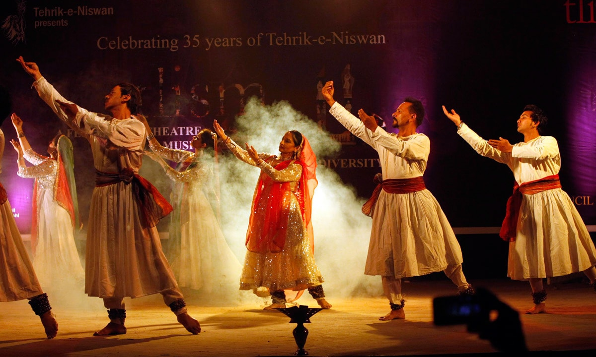 Sheema Kirmani (Center) and her troupe perform during the festival of theater. – Reuters