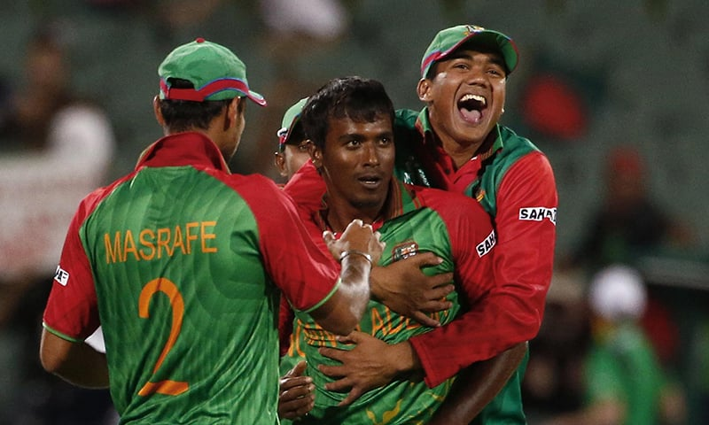 Bangladesh bowler Rubel Hossain (2nd L) is being congratulated by teammates on dismissing England captain Eoin Morgan. — Reuters/File