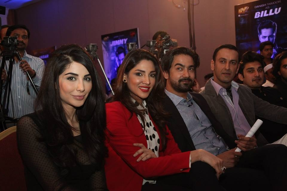 [L-R] Sabeeka Imam, Zhalay Sarhadi, Ali Safina, Adnan Jaffar and Uzair Jaswal— Photo courtesy: Jalaibee's official Facebook page