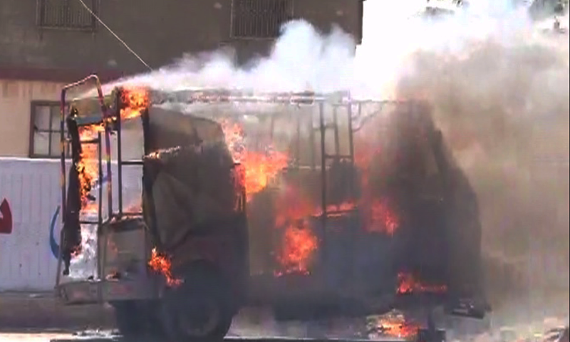 A rickshaw was torched in Gulistan-i-Jauhar area of Karachi. -DawnNews screengrab