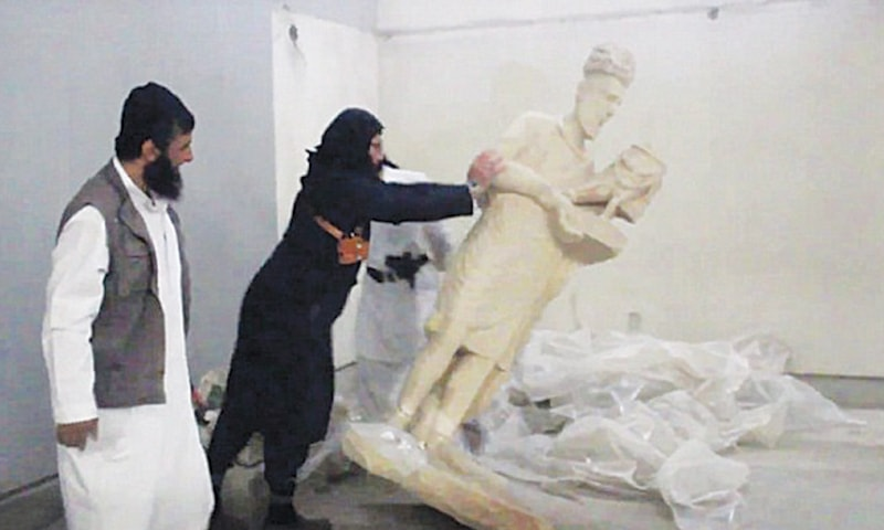 Statues were destroyed on the pretext that they promote idolatry / Screen grabs from Daesh video