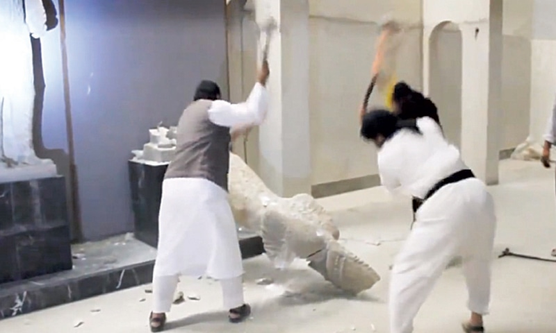 Sledgehammers were used to smash exhibits / Screen grabs from Daesh video