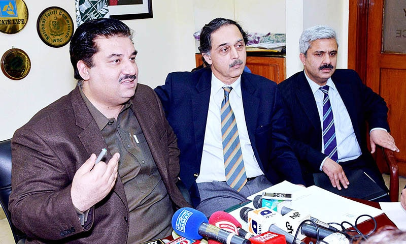 APP99-12 ISLAMABAD: March 12 - Federal Minister for Commerce, Engr. Khurram Dastgir addressing the press regarding the successes made in the Pak-US Business Opportunities Conference. APP   —