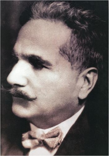 Khutoot-i-Ghalib was written by Allama Iqbal