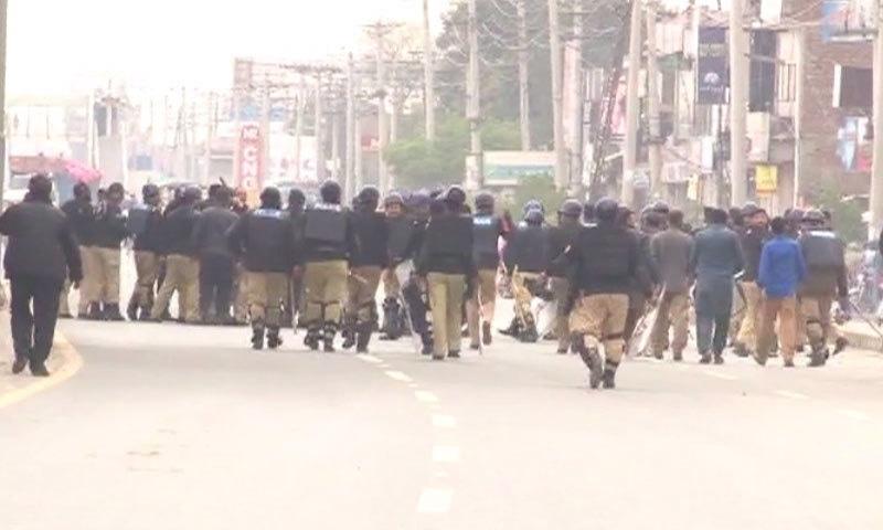 Police gather to control demonstrators - DawnNews screen grab