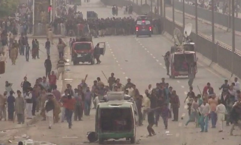 Clash occurred between police and demonstrators in Lahore - DawnNews screen grab