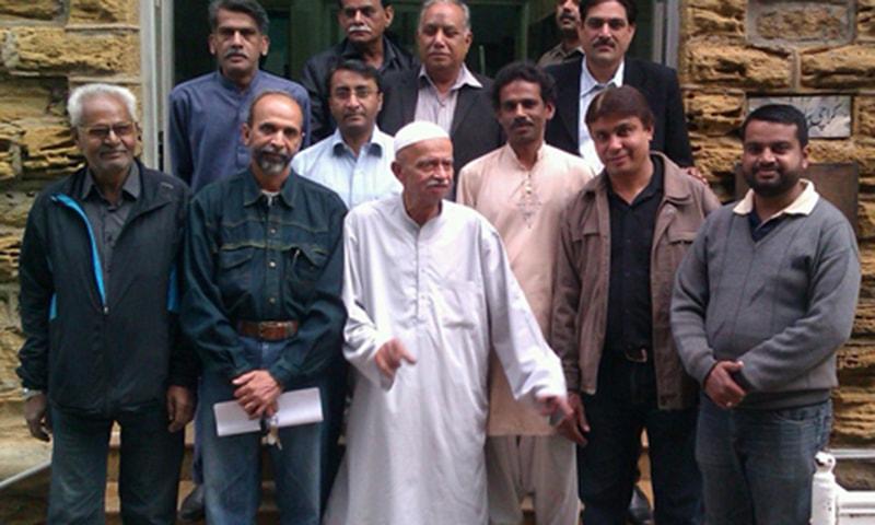 The KPC pays tribute to senior journalist Abdul Hameed Chhapra (C).—Photo courtesy journalismpakistan.com