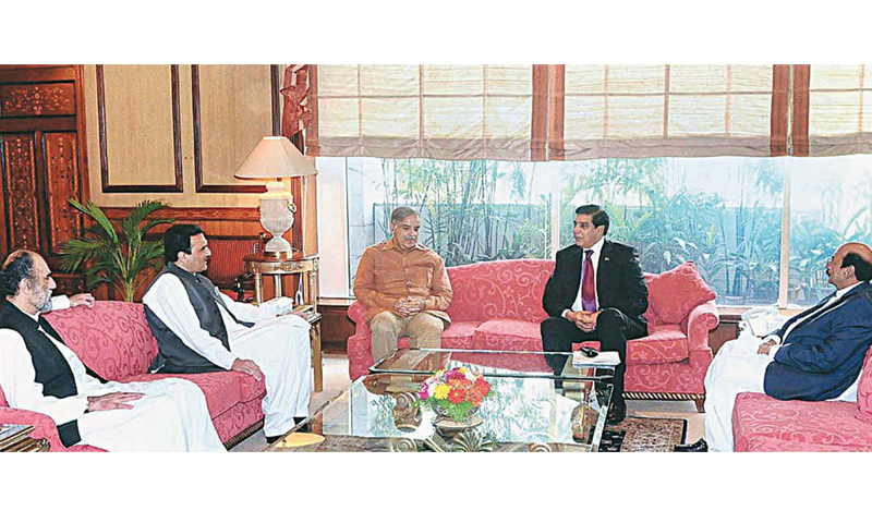 Former prime minister Raja Pervez Ashraf meets chief ministers from Sindh, Punjab, Balochistan and Khyber Pakhtunkhwa in November 2012, at the 10th meeting of the Council of Common Interests