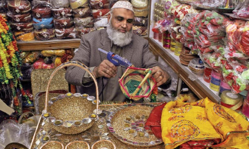 Mohammad Azhar 50 decorates henna plates \u2013 used in mehndi functions \u2013 at his  sc 1 st  Dawn & The business of holy matrimony - Pakistan - DAWN.COM