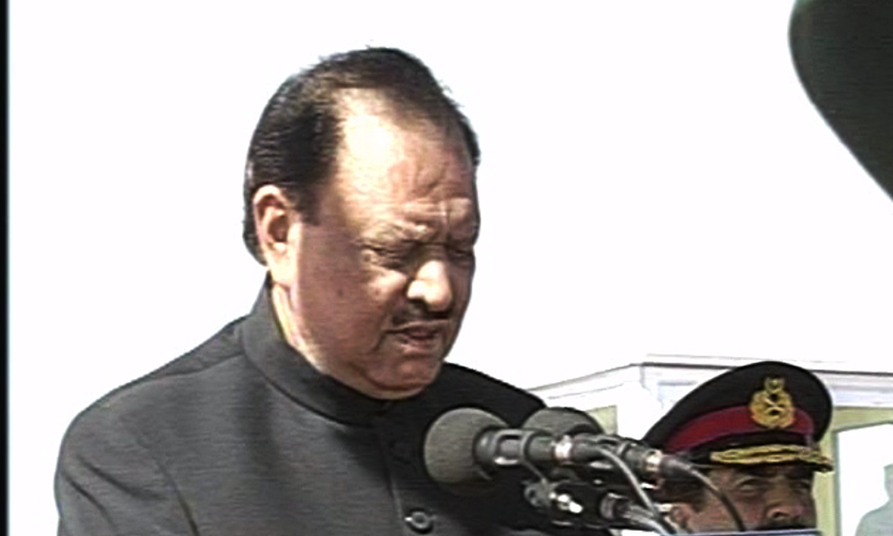 President Mamnoon Hussain addresses participants of Pakistan Day parade. — DawnNews screengrab