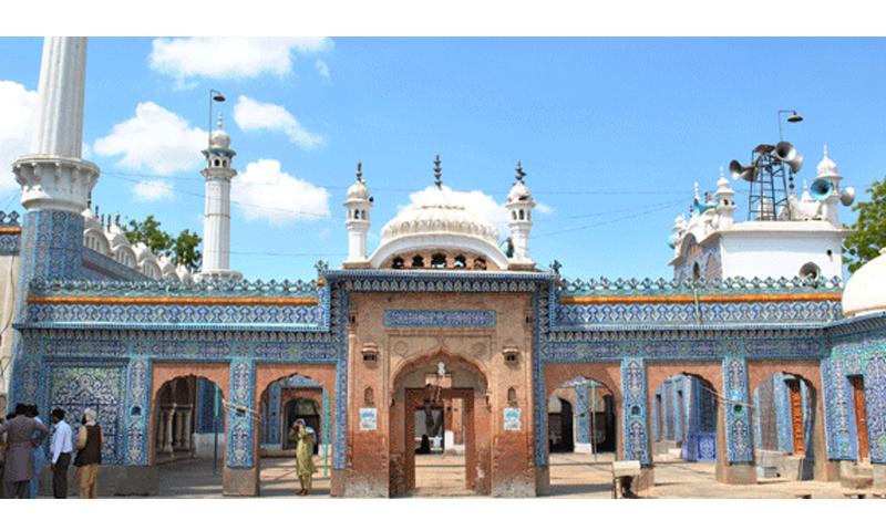 Bharchundi Sharif, a Muslim shrine near Daharki under the patronage of Mian Mitho. Photo credit: Salman Haqqi.