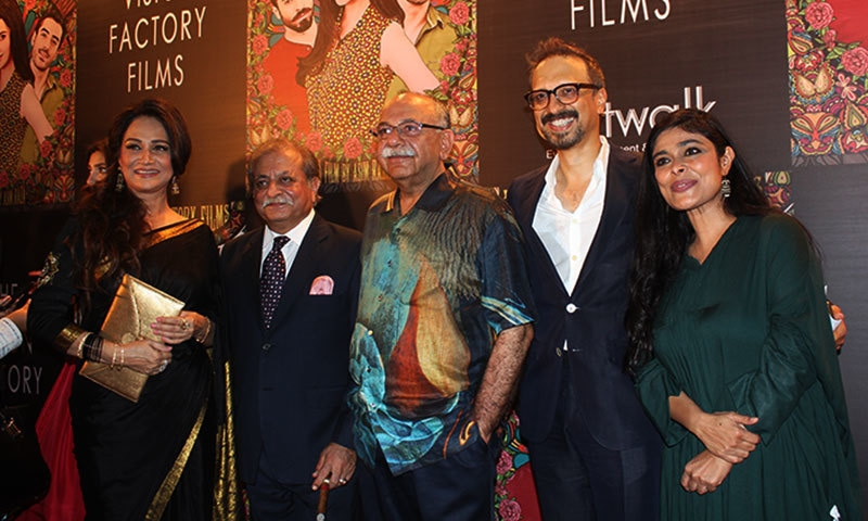 (L-R): Bushra Ansari,  Munawar Siddiqui, Arshad Mehmood, Asim Raza and Nimra Bucha.— Photo by Zoya Anwer