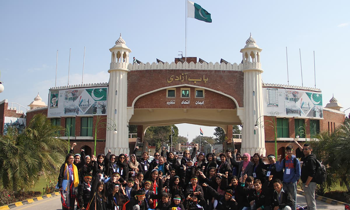 EFC delegation from Pakistan ready to cross the Wagah border. — Rida Arif/ The Citizens Archive of Pakistan.