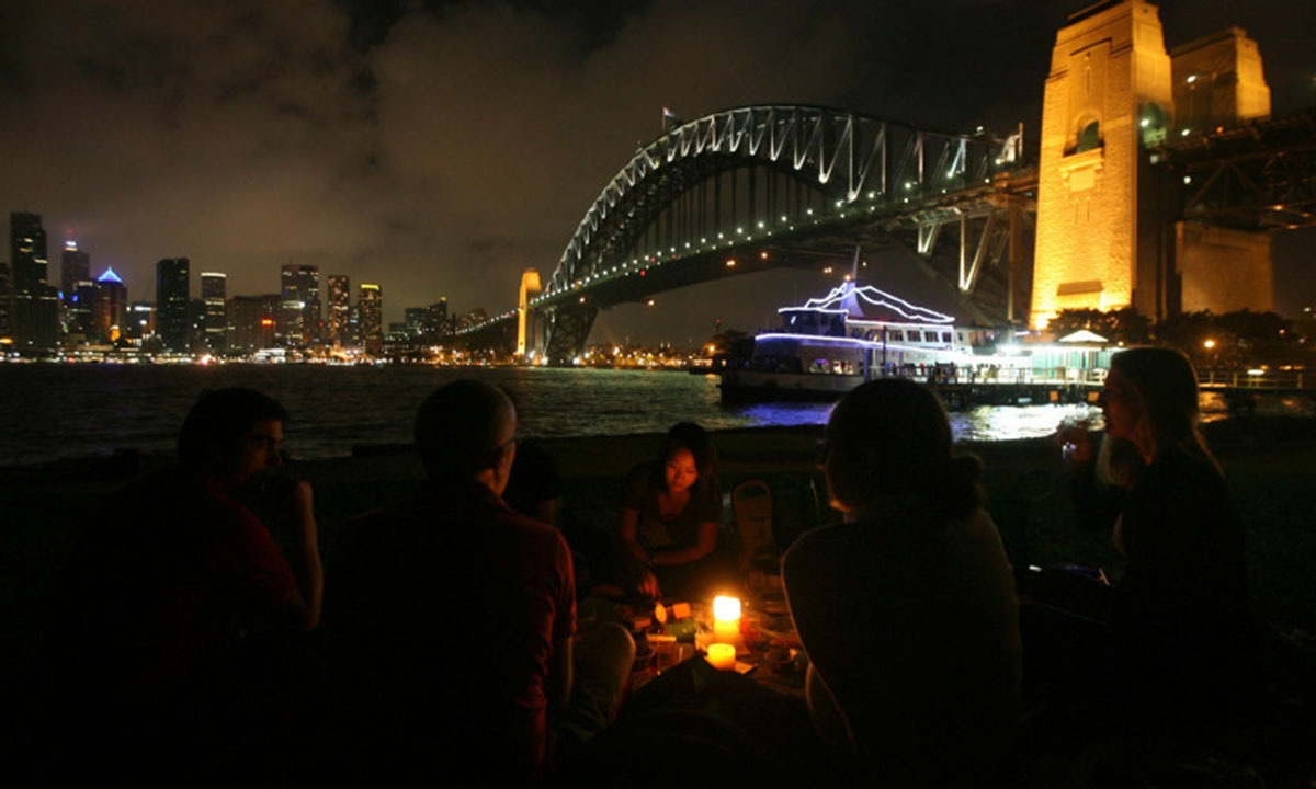 Earth Hour 2010: People celebrating Earth Hour at the Sydney Harbour Bridge, Australia. —WWF/ Sewell