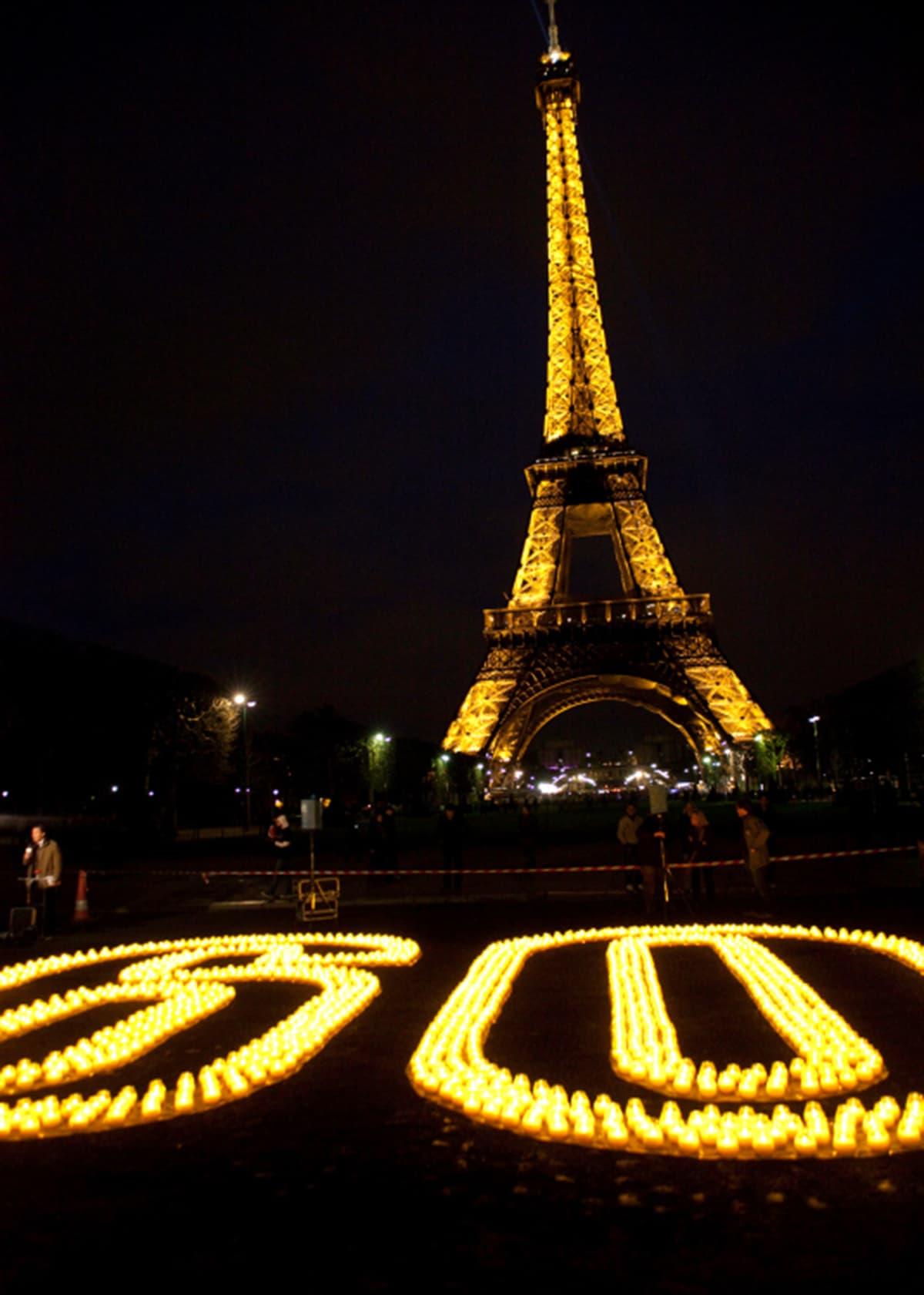 Candles forming 60 for Earth Hour near the Eiffel Tower Paris France.—  WWF / Nina Munn