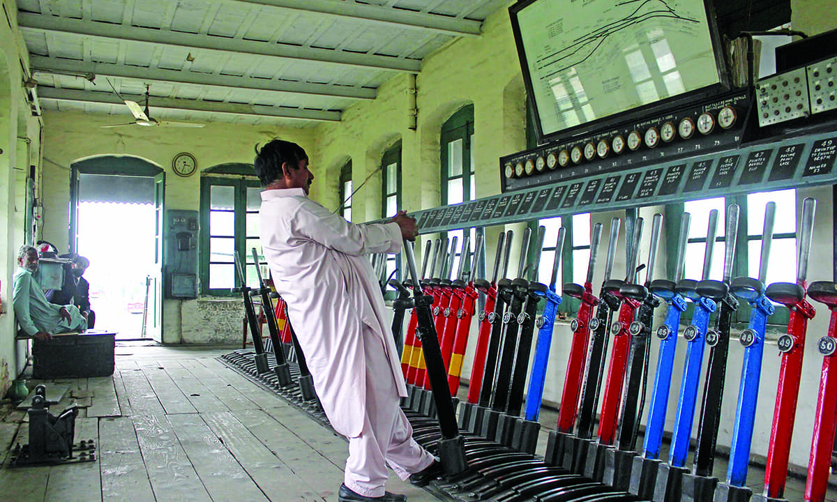 Change Lever For Trains : The journeymen that keep trains chugging pakistan dawn