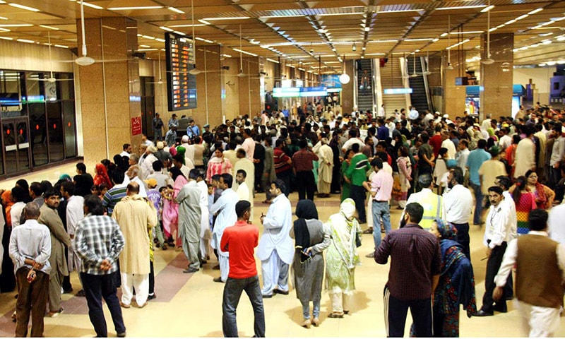 A large number of people waiting for the Pakistani passengers who were stranded in Yemen, at Jinnah International Airport, Karachi after the first special flight carrying 480 passengers landed at Karachi on Sunday night.— Online