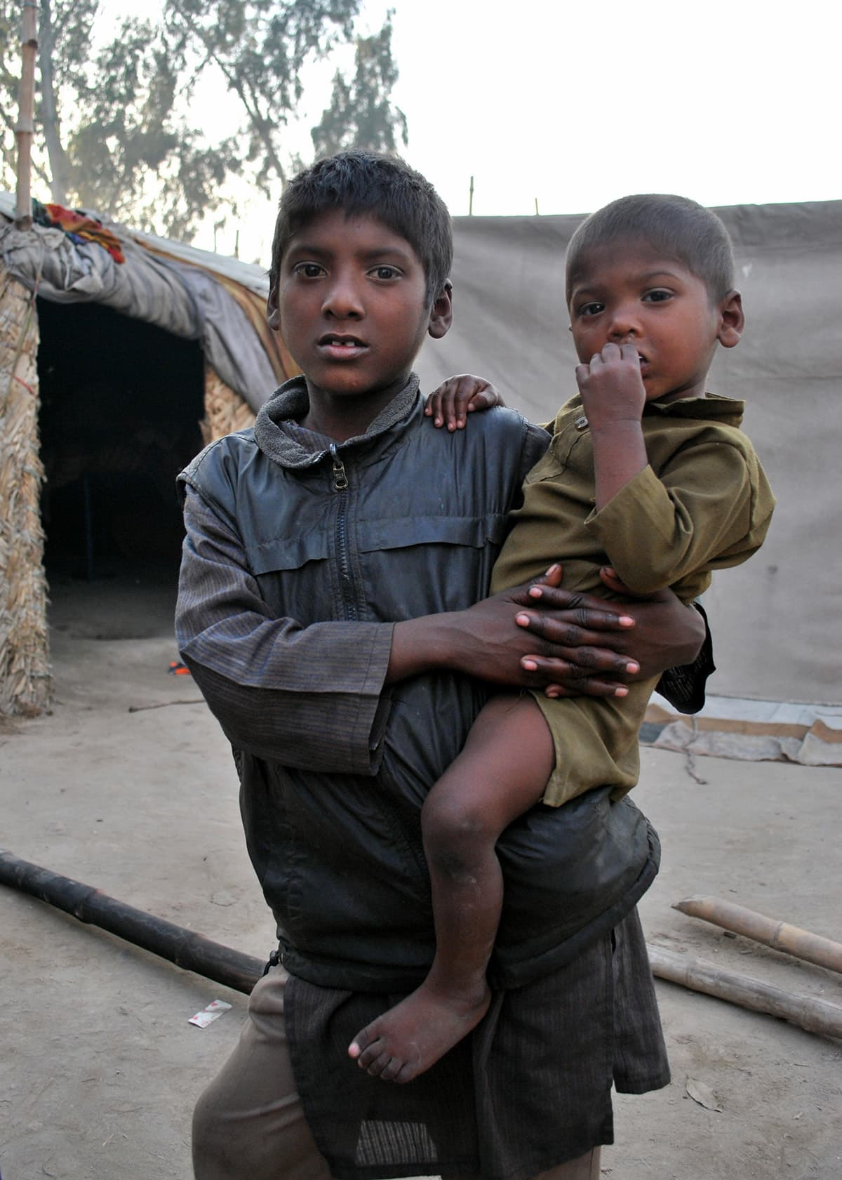 Asad, working as beggar, earns for his family, his father is worried that government's child protection department often detain the younger beggars and ask for bribes.