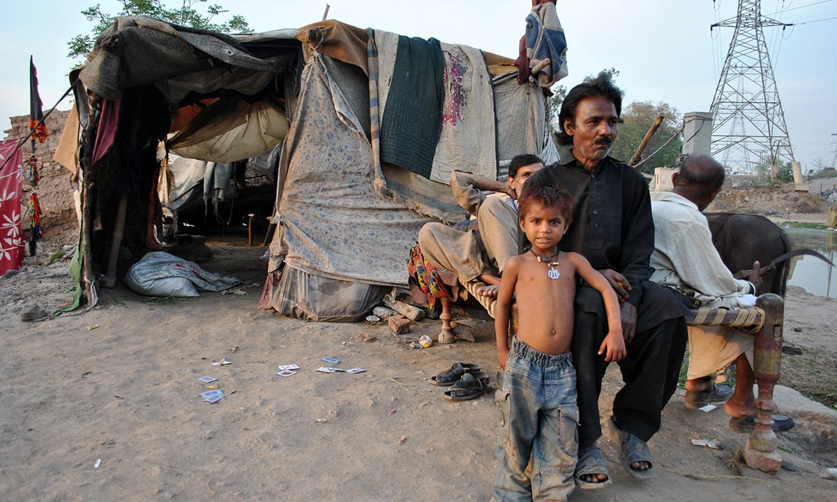 Gulam Rasul hailed from Jhang about eight years ago, a heart patient, father of six daughters and two sons, has no job, and does not know about the cardiology hospital run by government.