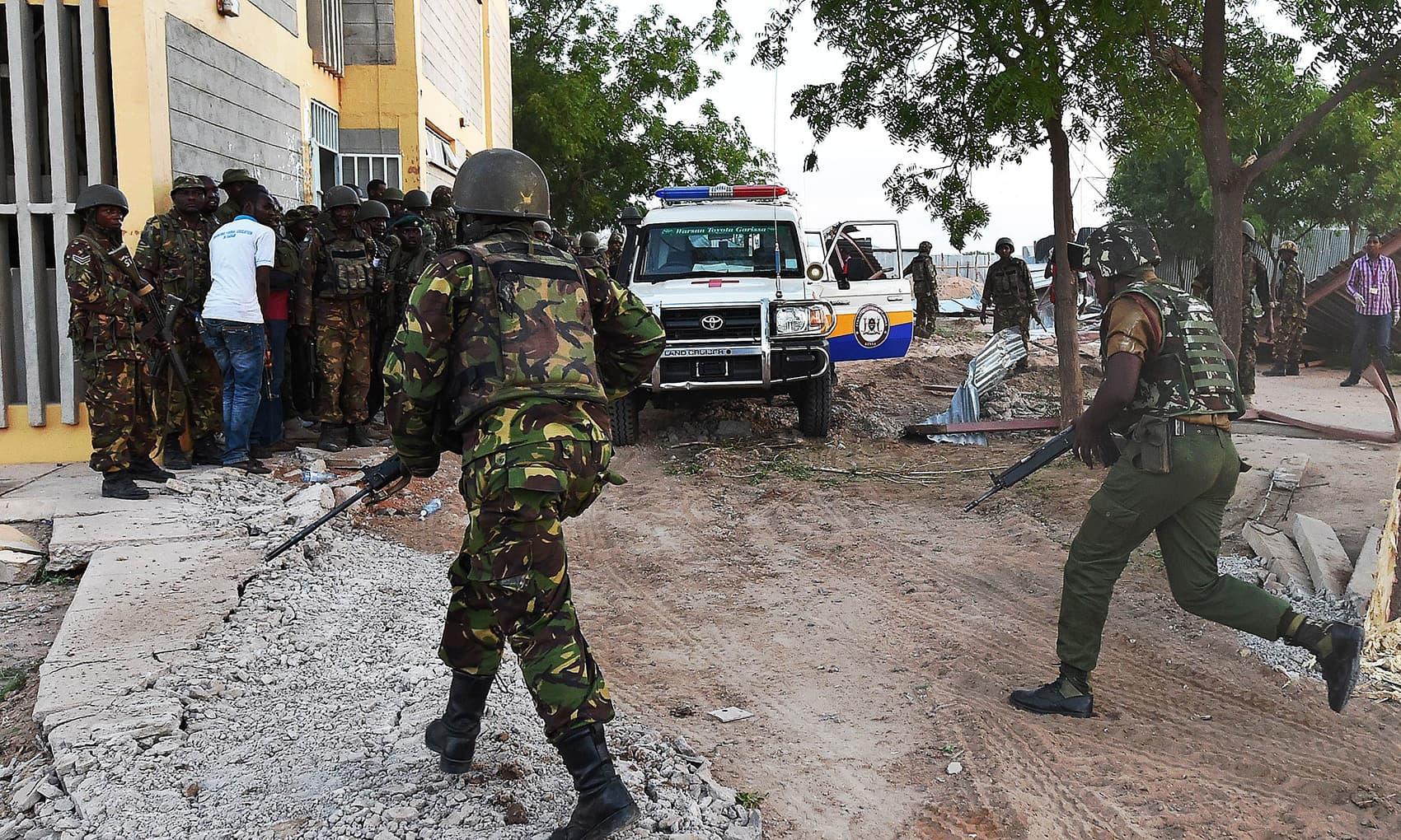Kenyan Defence Forces run towards the Garissa University campus after an attack by Somalia's Al-Qaeda-linked Shebab gunmen. -AFP