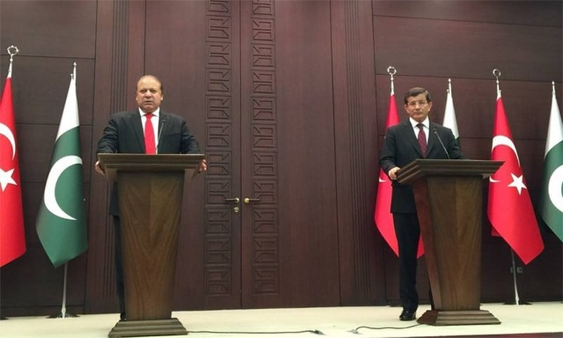 During a joint press conference with the Pakistani prime minister, Davutoglu said Pakistan and Turkey stand with Saudi Arabia in its time of need. ─ Photo: Prime Minister's Office