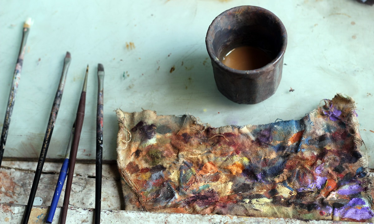 The simple palette with a cleaning cup.— Yumna Rafi