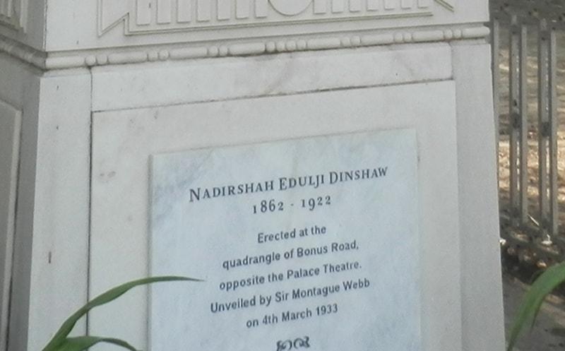 نادر شاہ ایڈلجی ڈنشا کے مجسمے پر موجود تحریر