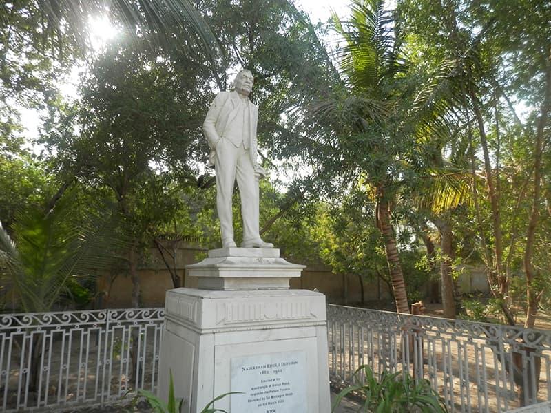 نادرشاہ ایڈلجی ڈنشا کا مجسمہ